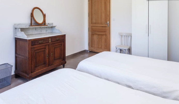 Gîte Bedrooms & Bathroom Photos